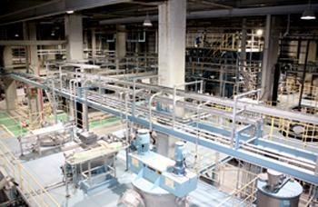 日本製紙石巻工場のCNFの量産設備(提供・日本製紙/NEDO)