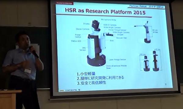 写真4.生活支援ロボット「HSR」。本体直径は40cm強、ロボットの全高は最大135cm