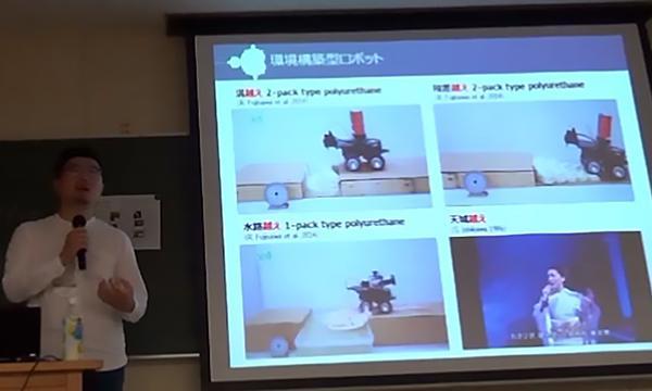 写真9.段差等の障害物を自ら埋め立てたり、スロープを構築したりすることで走破する移動ロボットの様子