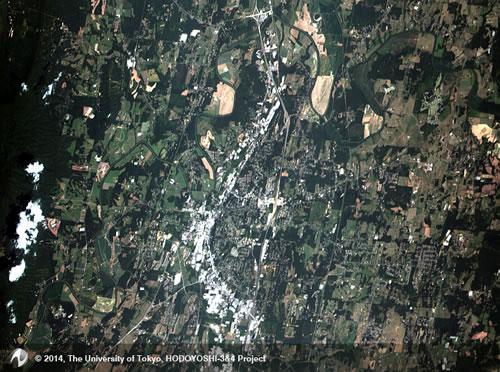 ほどよし4号の高解像度カメラが8月5日に撮影した米国のアトランタ郊外の町キャルフーン