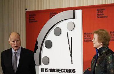 2020年の「終末時計」の時刻を発表する米誌「ブレティン・オブ・ジ・アトミック・サイエンティスツ」の関係者(ブレティン・オブ・ジ・アトミック・サイエンティスツ提供)