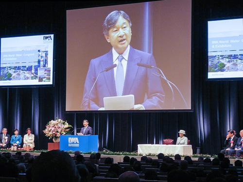 写真1 皇太子ご夫妻が出席された「国際水協会(IWA)世界会議」開会式(16日、東京ビッグサイト・国際会議場)