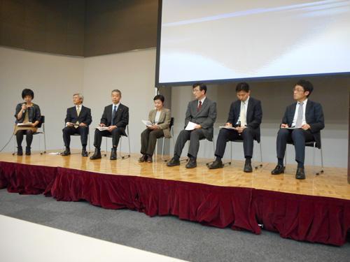 パネルディスカッション(右から3人目、村松健氏。4人目、土屋智子氏)