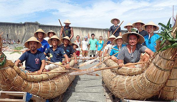 2016年7月に行われた、草の束でできた舟での航海前の様子(提供・国立科学博物館/「3万年前の航海 徹底再現プロジェクト」チーム)