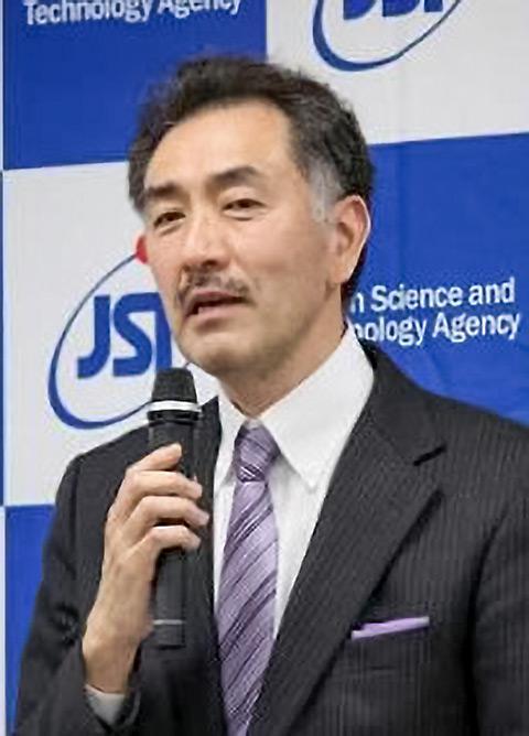 科学技術振興機構(JST)理事長定例記者会見で講演。ゲノム編集の基本的な仕組みを分かりやすく説明する山本卓氏(昨年4月、東京都千代田区のJST東京本部別館で)
