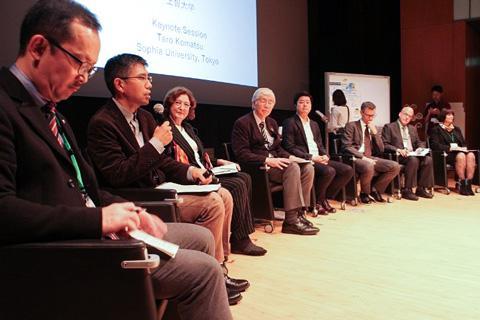 写真2 キーノートセッションでは、8人の登壇者が「SDGs達成の先に何を見るのか」をテーマに討議した。