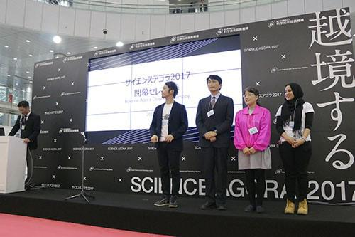 写真4 サイエンスアゴラ賞を受賞した4企画の代表者。