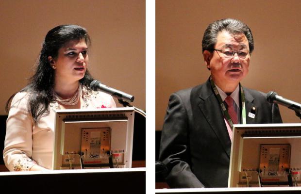 写真2 会場に語りかけるスマヤ・ビン・エル・ハッサン王女(左)、写真3 水落敏栄・文部科学副大臣(右)