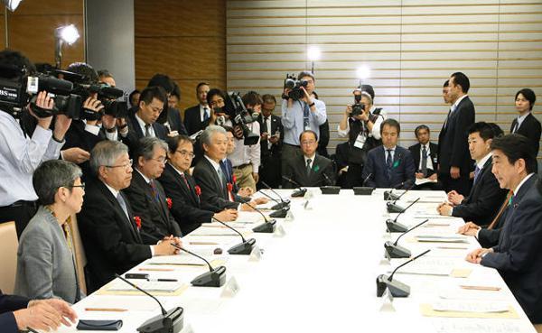写真 21日に首相官邸で開かれた、「第29回総合科学技術・イノベーション会議」(提供・首相官邸)