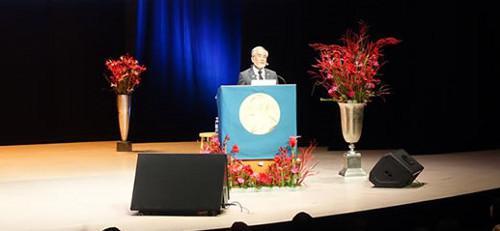 写真4 記念講演する大隅良典さん(東京工業大学提供)