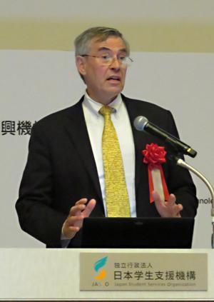 写真4 基調講演する「AAAS」CEOのホルト氏