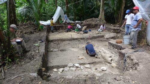 セイバル遺跡のマヤ文明初期の住居跡