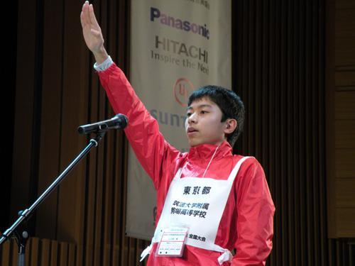 選手代表として宣誓する筑波大学附属高校リーダーの山田巌くん