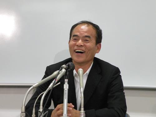会見で日亜化学との関係改善を呼びかける中村修二・米カリフォルニア大学サンタバーバラ校教授