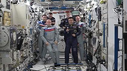 ISSの日本実験棟「きぼう」内での船長指揮権委譲式