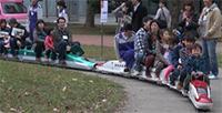 ミニ新幹線に大喜びの子供たち