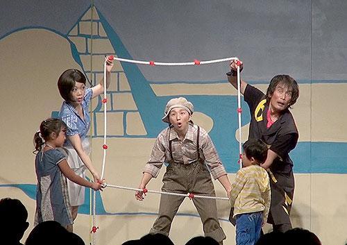 """観客席の子供たちもミュージカルに""""飛び入り""""参加"""