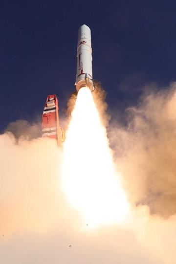 現行のイプシロンロケットの打ち上げ(2019年1月18日、JAXA提供)