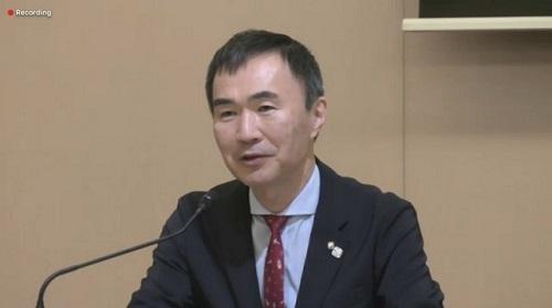 オンラインで会見する松岡聡センター長