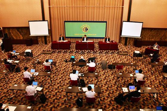 当日は感染防止対策のため、記者会見場には40人だけが入り、約130人はオンライン参加となった(日本記者クラブ撮影、提供)