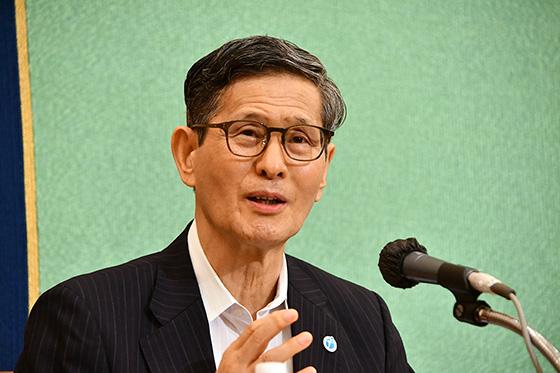 6月24日に記者会見する尾身茂氏(専門家会議の副座長当時、提供・日本記者クラブ)
