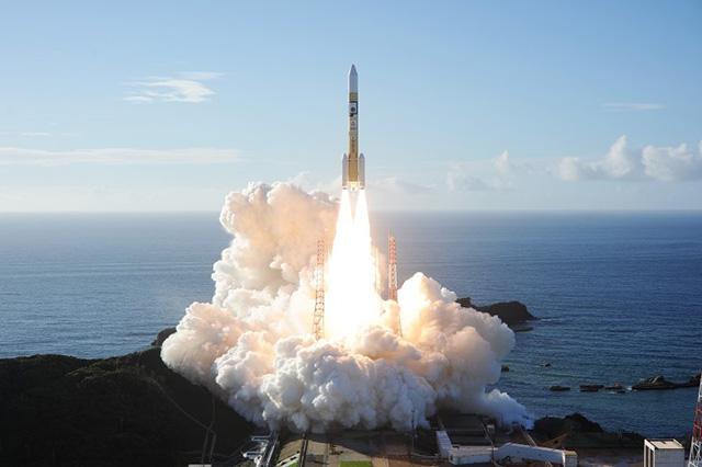 火星探査機「HOPE」を搭載し打ち上げられるH2Aロケット42号機=20日午前6時58分、鹿児島県南種子町の種子島宇宙センター(三菱重工業提供)