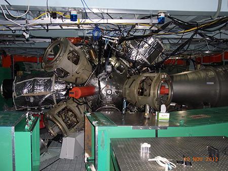 高出力レーザー激光12号を使った隕石衝突再現実験の装置