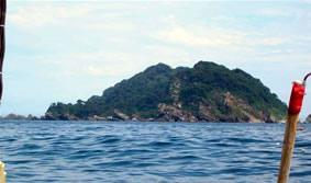 海鳥類の繁殖地となっている三貫島(地震前に撮影)