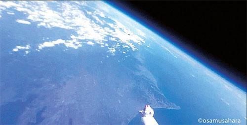 アイフォンが25キロメートル上空で捉えた映像。手前は御前崎。