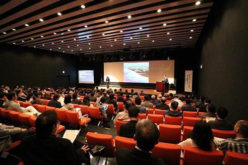 写真3 会場となった沖縄県立博物館・美術館の講堂