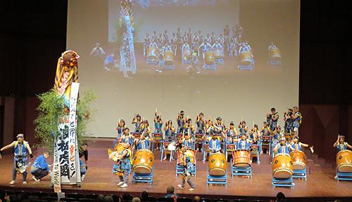 写真12 宮城県気仙沼市に伝わる伝統芸能「浪板虎舞」