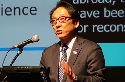 写真1 開会のあいさつをする世界防災フォーラム実行委員長の今村文彦氏