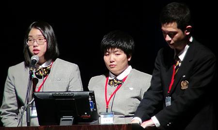 写真4 大槌高校大槌復興研究会の3人