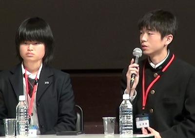 写真6 報告する福島高校のスーパーサイエンス部放射線班の2人