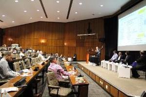 写真5 「科学的助言」に関するパラレルセッションに登壇する有本建男JST国際戦略室上席フェロー
