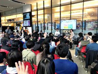 会場には小中学生から高齢者まで120名の参加者が詰めかけた