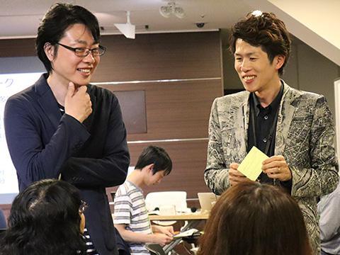 参加者からの意見を受けて語り合う森勢さんと小田さん。