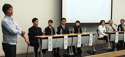 ステージ左から本田隆行さん、本多諒大さん、長澤春香さん、松元優貴さん、熊野柚瑞華さん、髙橋政代さん、三村徹郎さん、荒川敦史さん