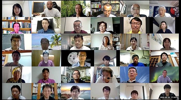 参加者の集合写真(提供:理科カリキュラムを考える会)