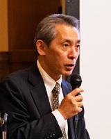 開会あいさつをした小川哲生さん