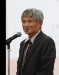 あいさつする京都大学教授の北村隆行さん