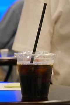 サイエンスカフェで配られたアイスコーヒー