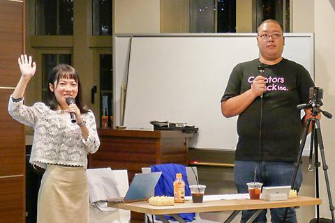 創作物のうち何に特に興味があるかを聞く上野さん(左)とはたなかさん(右)。漫画、アニメに多くの手が挙がった
