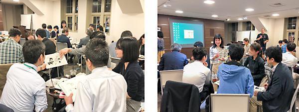 セリフが消された4コマ漫画のコマの順序を決めるため意見を出し合う参加者(左)と各テーブルの議論に加わる上野さん(右)