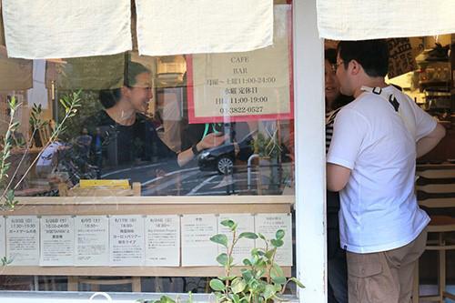 写真2 サイエンスカフェの受付の様子