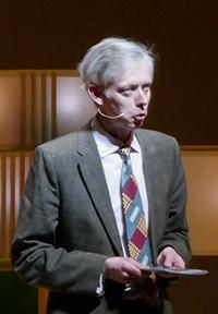 写真1 プログラムガイドを務めるノーベル・メディアABのアダム・スミス氏