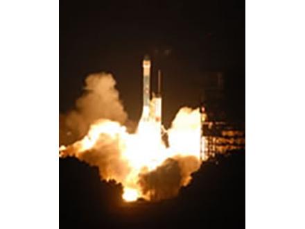 火星探査機フェニックス打ち上げ、9カ月後の火星着陸目指し