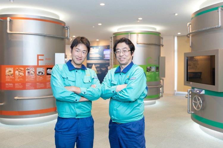 株式会社カネカ 高砂工業所 バイオテクノロジー研究所の田岡直明さん(右)と、佐藤俊輔さん