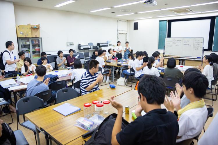 ② 司会も生徒の役割。「コミュニケーション力」や 「マネジメント力」の育成につながる。