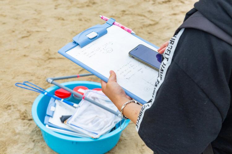 ④ スマートフォンを使って、計測した各種データや位置情報を入力する。
